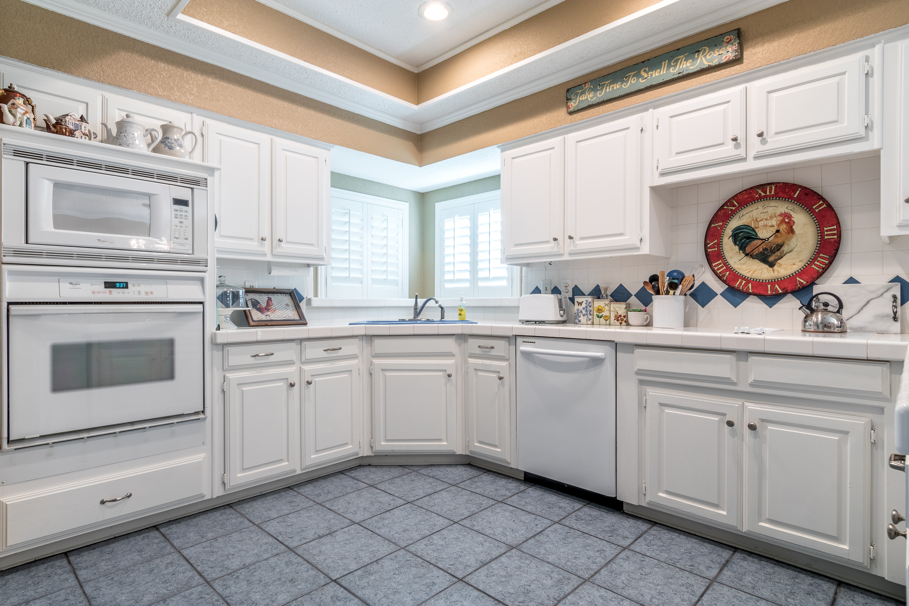 signature_custom_home_painting_before_kitchen_remodel